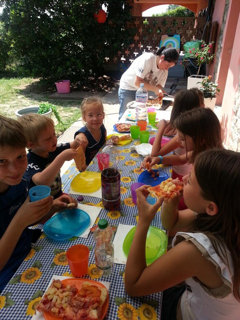 PRANZO CON PIZZA FATTA IN CASA CON I BAMBINI