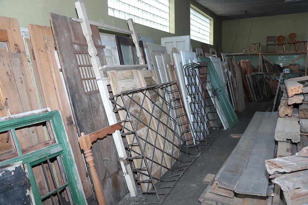 Einblick in die Halle Teil 12 historische Baustoffe