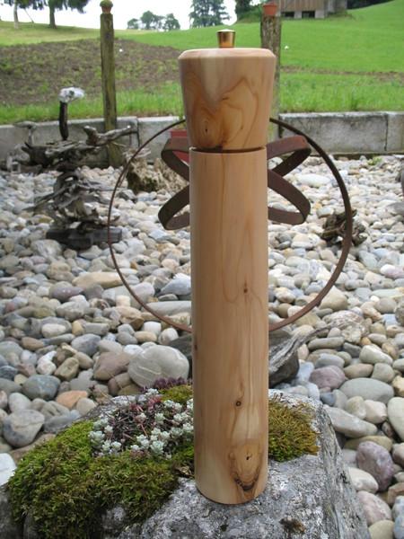 Pfeffermühle aus Eibenholz