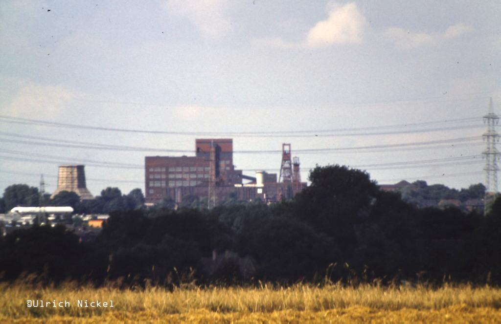 Vor dem Bau des Stahlkastenstrebengerüstes von Schacht 4