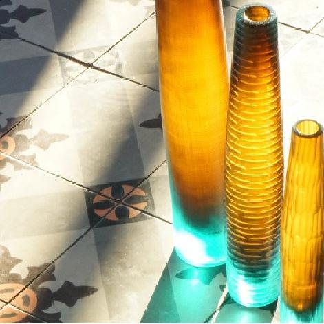 Elegante Vasen - Altglas mit feinem Schliff