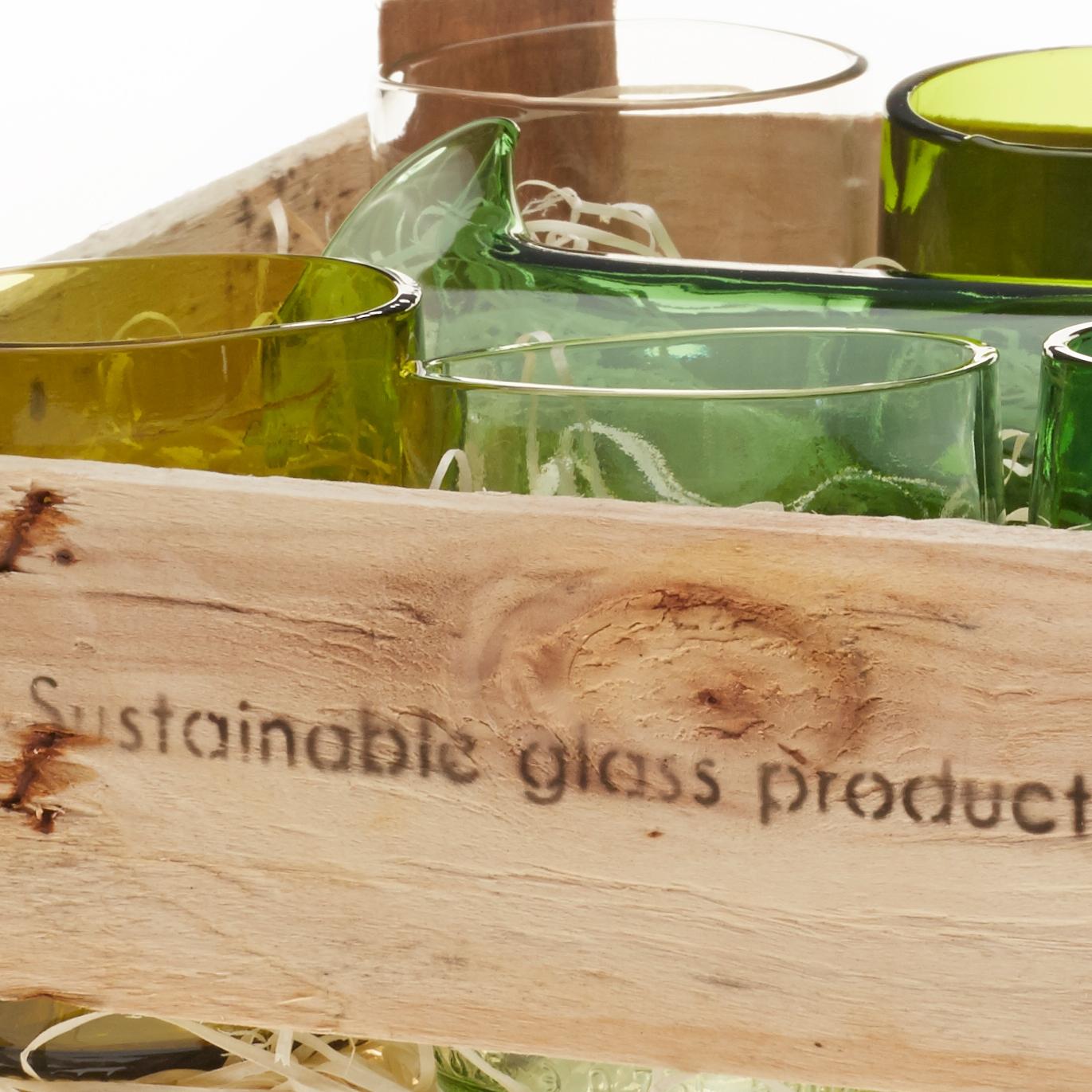 Design-Gläser aus Upcycling in Holzkiste - nachhaltiger geht´s nicht