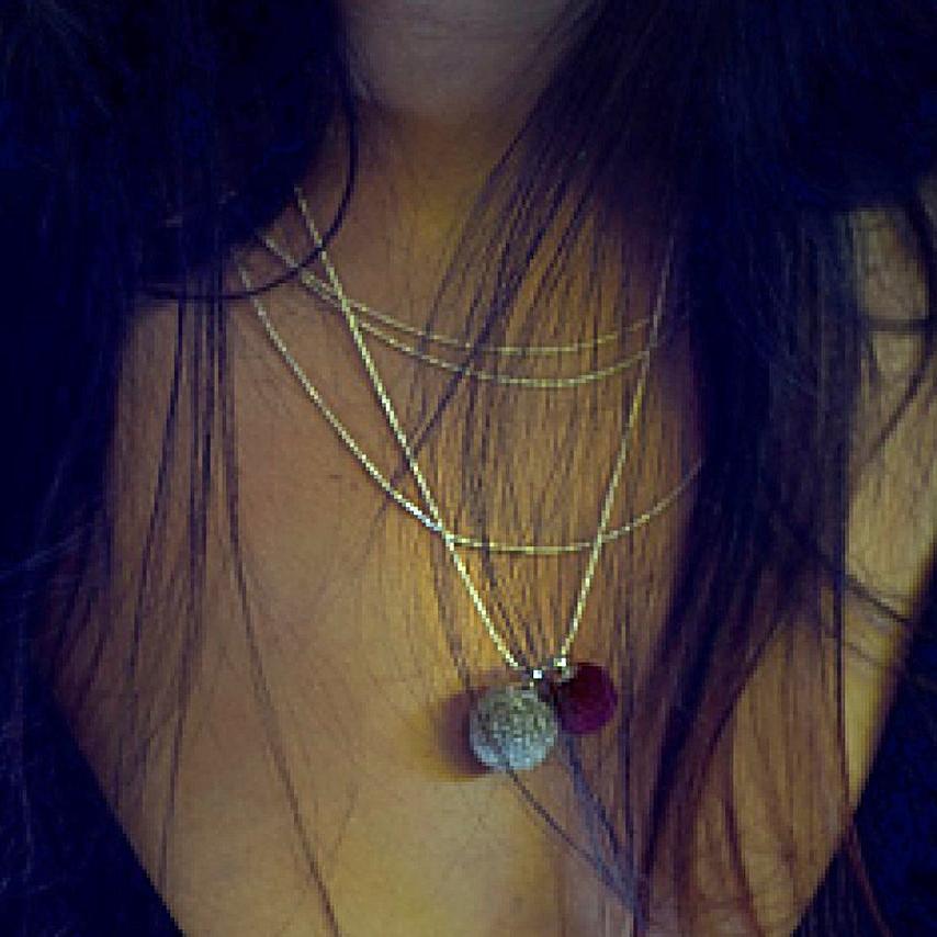 Stylischer Schmuck fair gehandelt - Ringe, Anhänger, Silberkette, Freundschaftsarmband - in Silber, Gold und vielen Farben