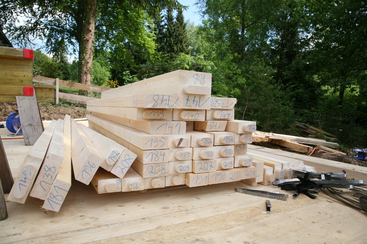 Die erste Lieferung Holz.