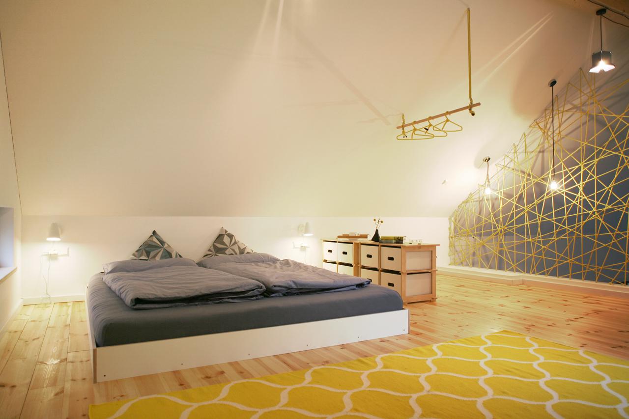 Die Schlafgalerie.* Ab 2021 mit halber Wandscheibe als Sichtschutz zum Schlafen.
