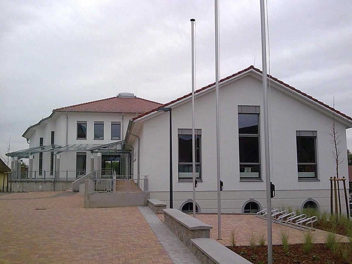 Fertiges Bauobjekt kommunales Bauen, Neubau Dorfgemeinschaftshaus Urloffen