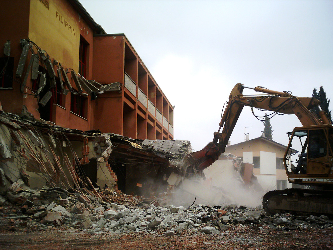 Demolizione fabbricati e recupero materiali da riciclo