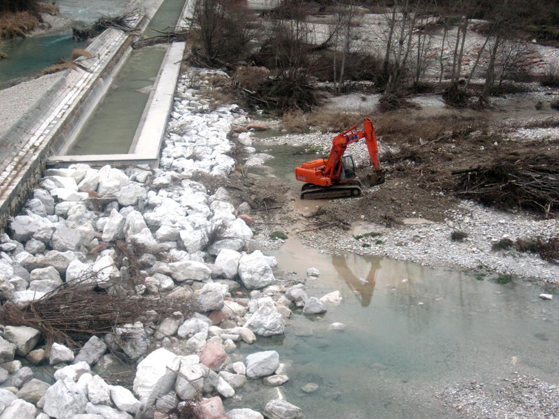 Sistemazione corsi d'acqua con barriere in pietra