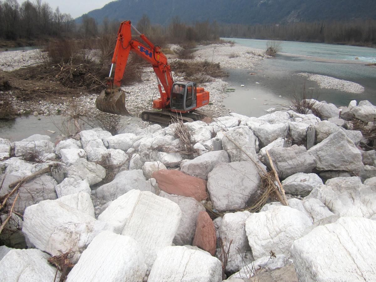 Sistemazione corsi d'acqua con barriere pietra