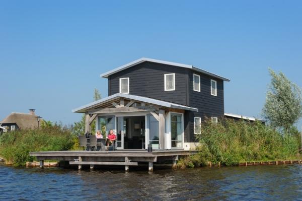 Te huur vakantiewoning aan open water met eigen aanlegsteiger