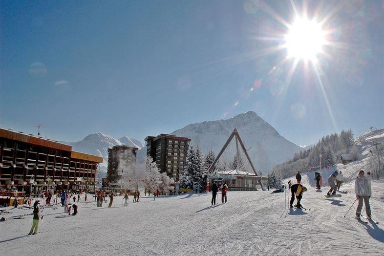 Wintersport in Le Corbier in Frankrijk inclusief skipas, volledig autovrij
