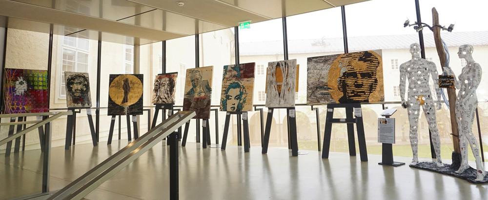 Ausstellung Sucht in der großen Aula der Universität Salzburg