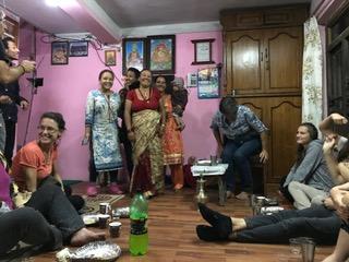 Accueillis par la famille Shilpakar