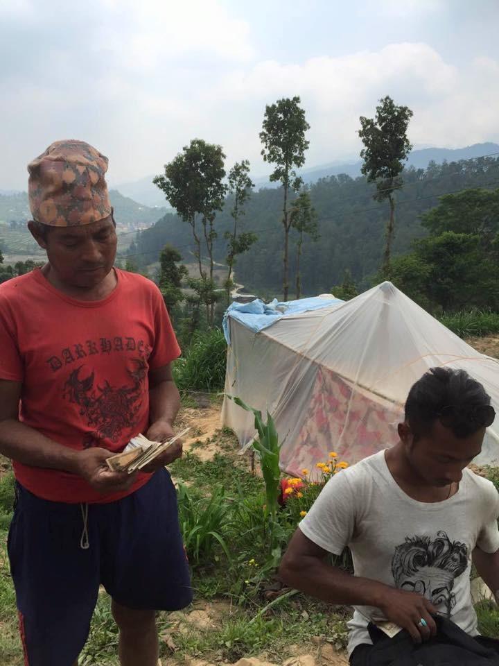 LEs maisons de bambous pour remplacer des tentes de fortune