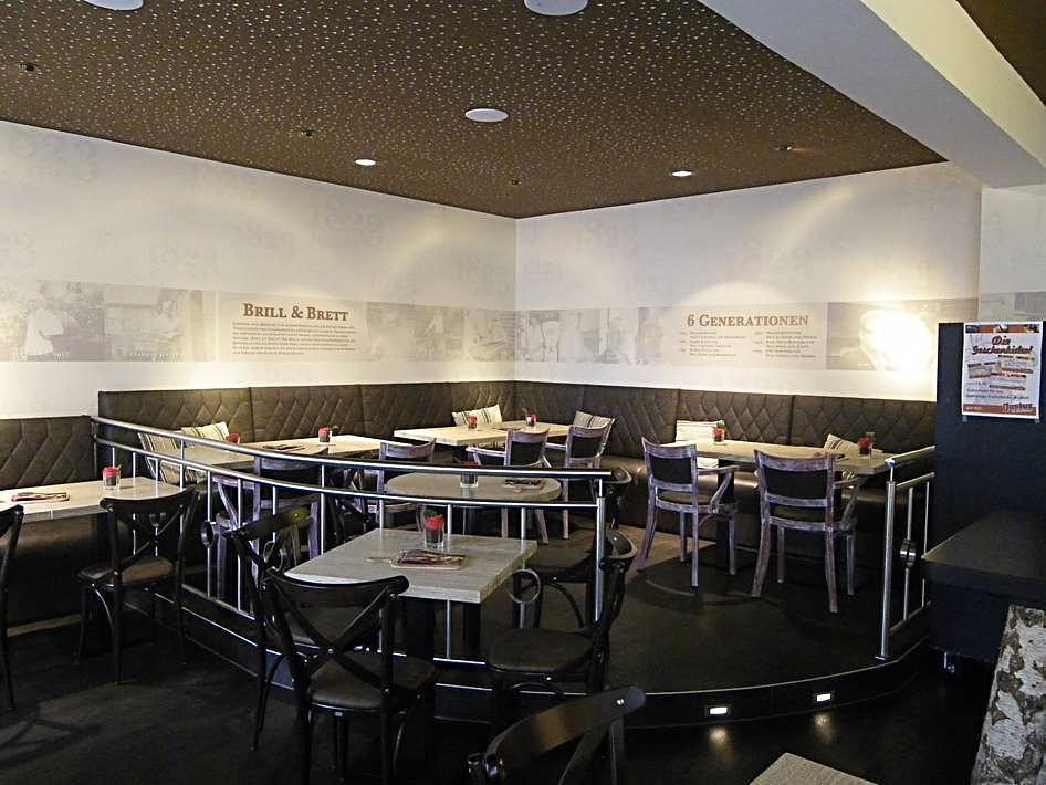 Maler- und Tapezierarbeiten im Cafe 1823