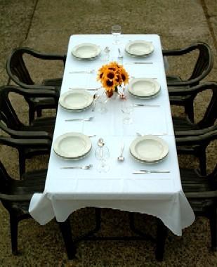 Tisch mit Tischdecke