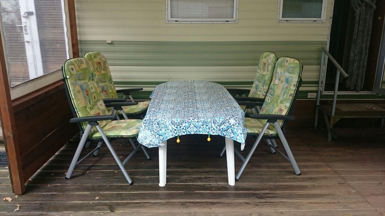 Gemütliche Sitzecke auf Terrasse