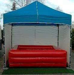 Pavillon für Bällebad 2,6m x 2,6m. 3 Seiten geschlossen, vorne mit einem Netz versehen, damit man die Kinder auch noch sehen kann!