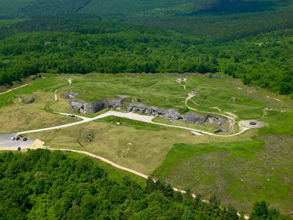 Vue aérienne du fort de Douaumont