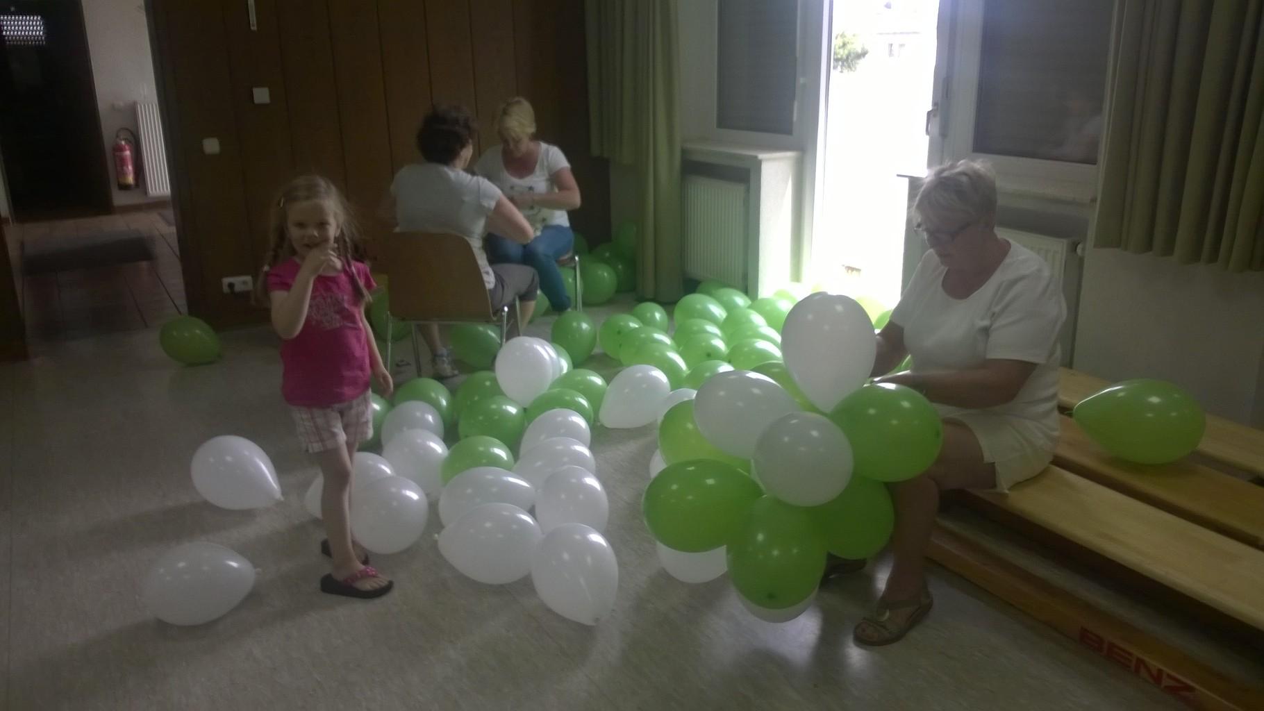 die Luft muss in die Ballone