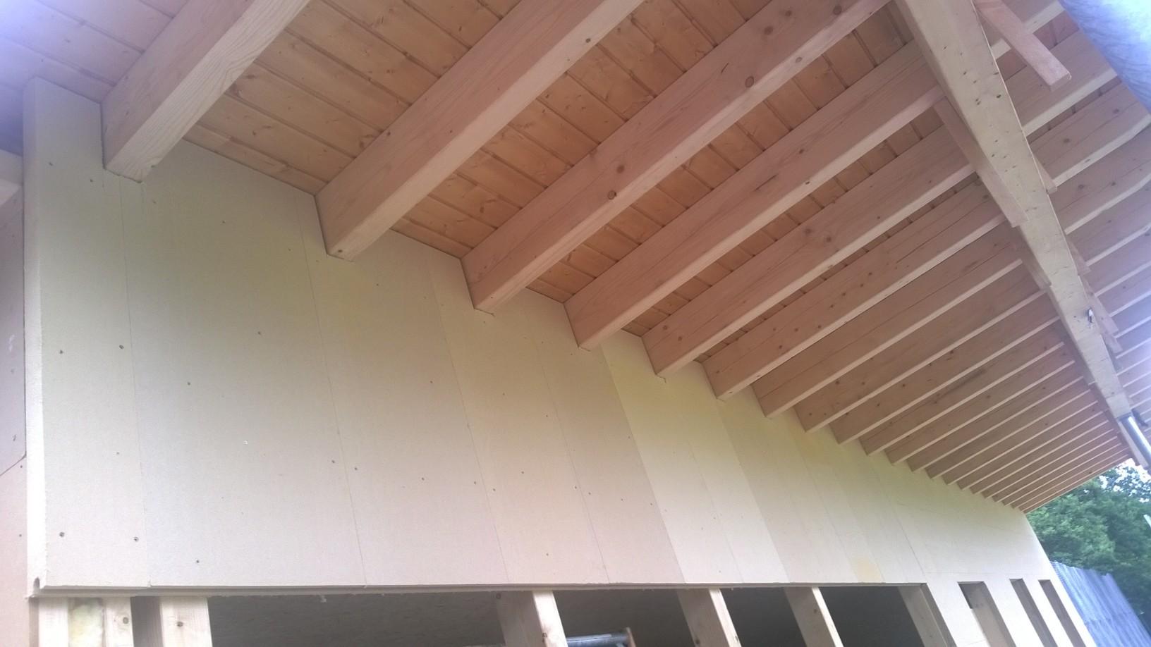 Unterm Dachüberstand