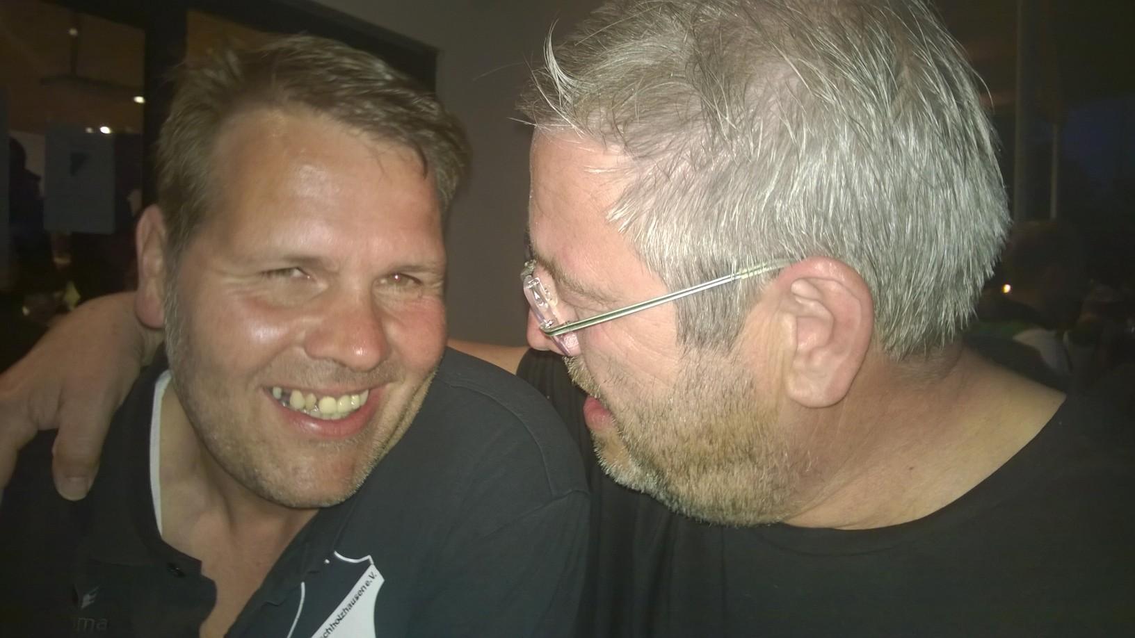 Dieter und Frieder genießen den Abend