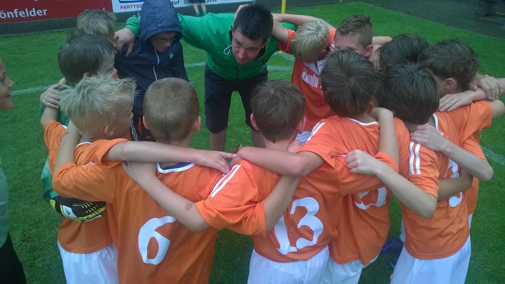 wie sich die jungen von Coach Bernd Naumann begeistern lassen