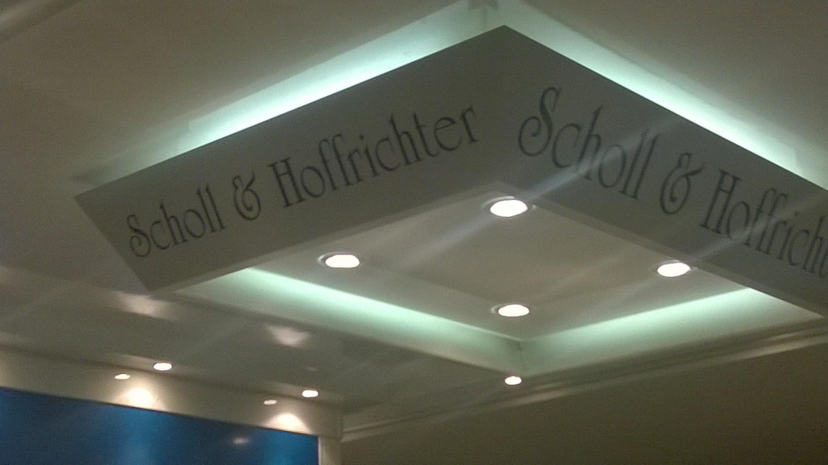 Unter dem Schrim von Scholl & Hoffrichter