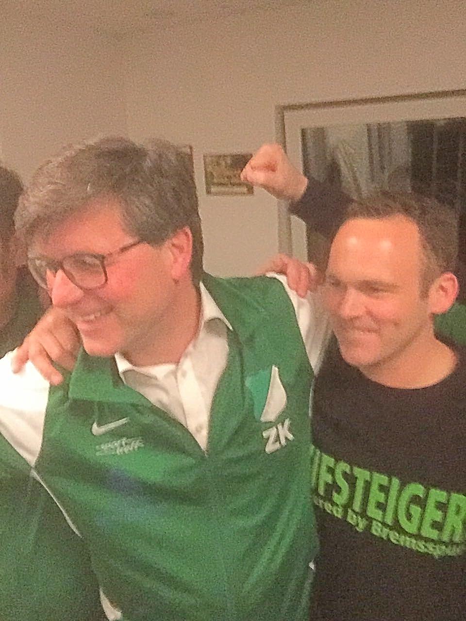 Michael Plettenberg, wiedergewählter Bürgermeister der Stadt Amöneburg, hat mit unserem Abteilungsleiter Fußball, den eigenhändigen Anschluß des noch zu errichtenden Windrades vereinbart