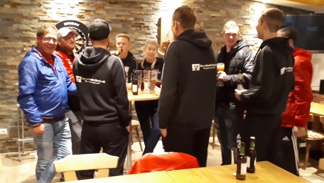 Nach dem Spiel ist vor dem Spiel - Jens und seine Reservisten zeigten Einsatz. Die Laune nach dem Spiel immer noch bestens!