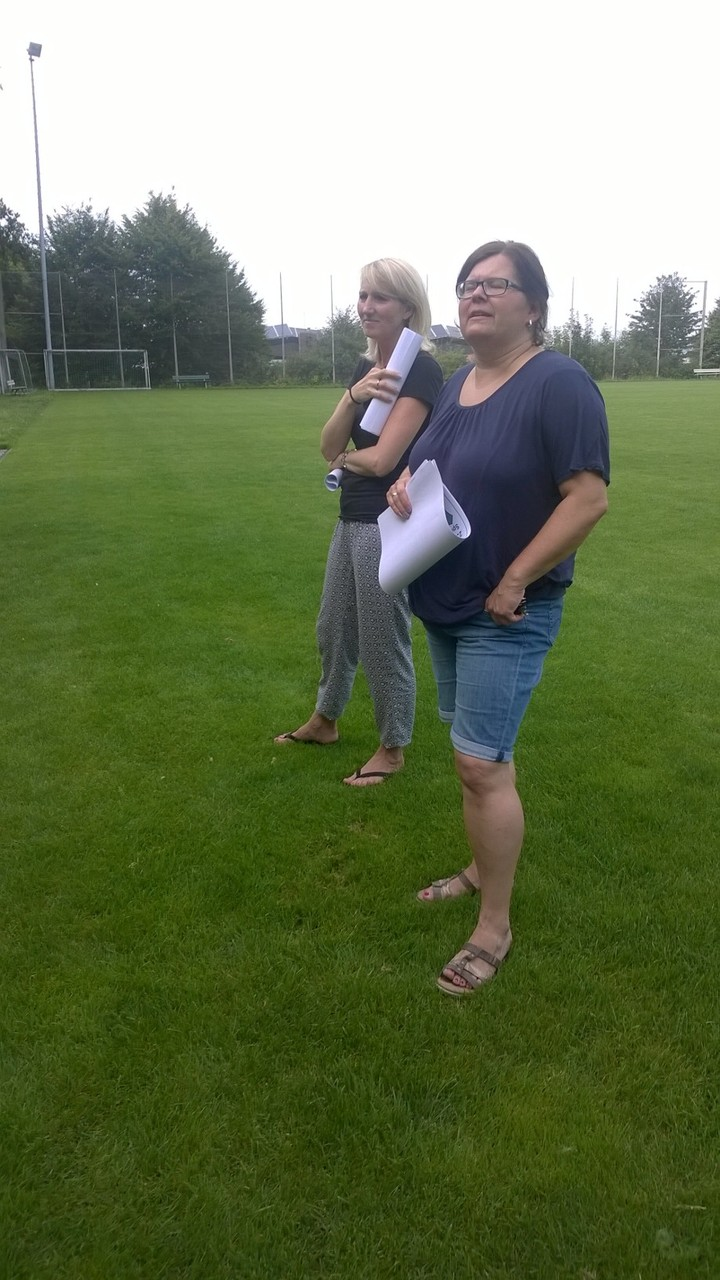 14.08. die Fliesenbemusterung wird von Katja und Steffi abgenommen