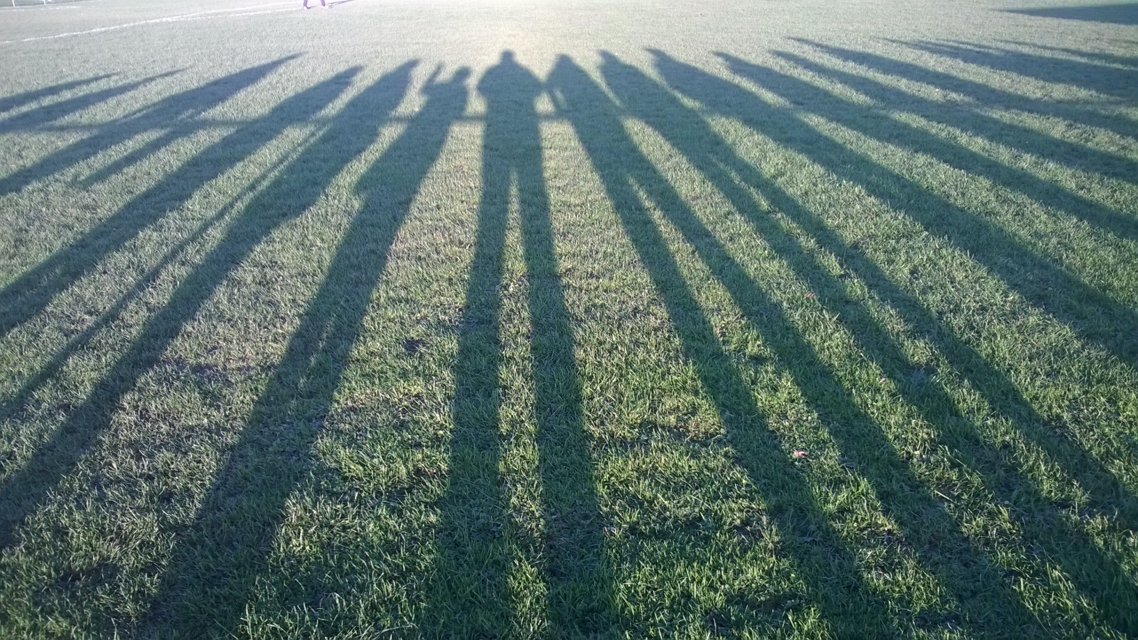 Synonym für das Spiel - lange Schatten vor dem Spiel, lange Gesichter nach dem Spiel