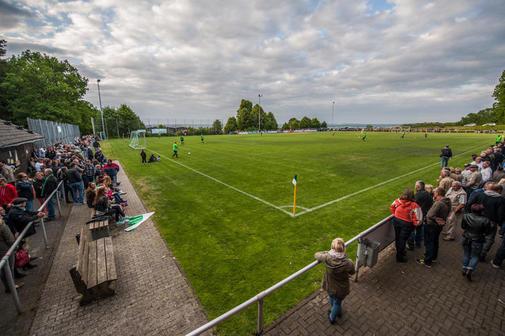 ein perfektes Spielfeld, einem Relegationsspiel würdig.