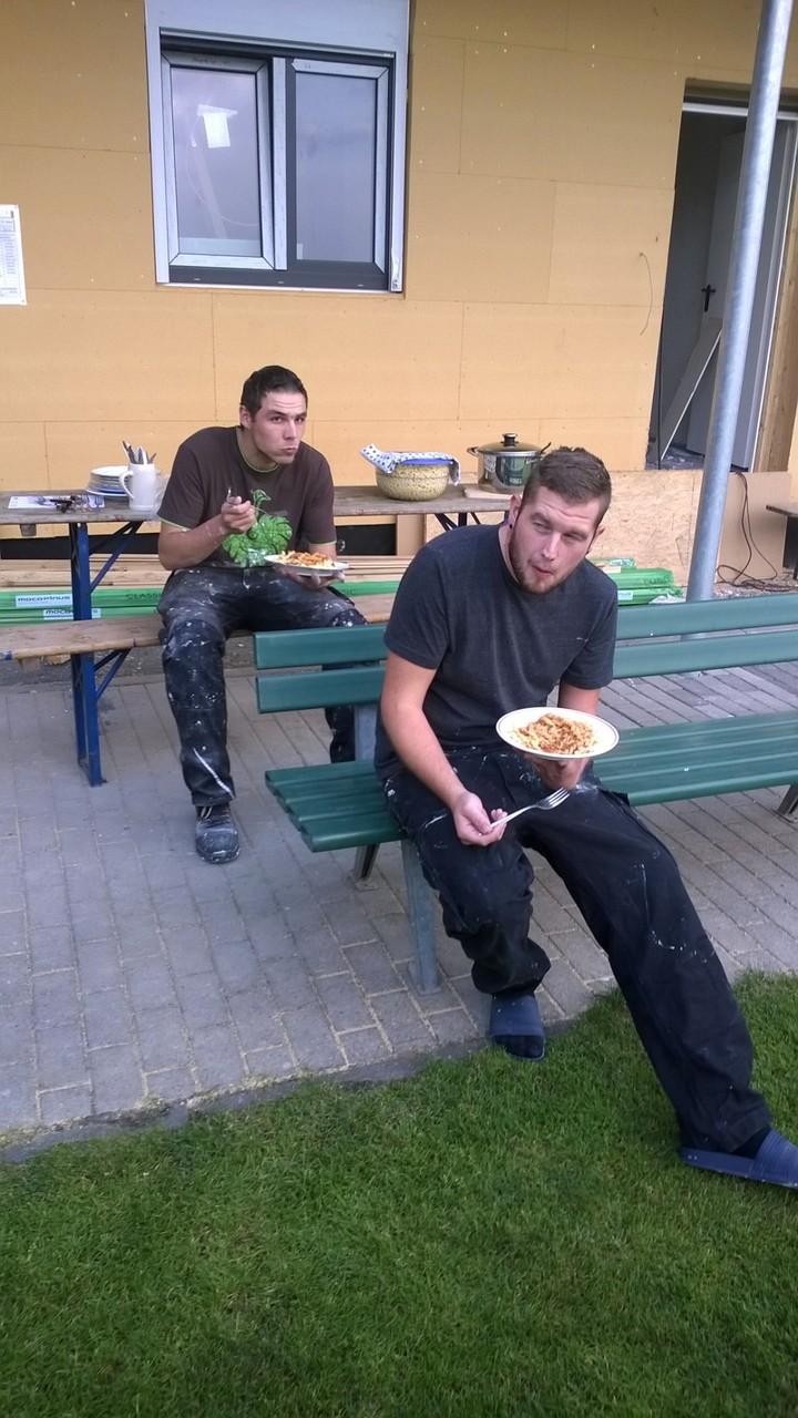 Florian und Alexander stärken sich ..