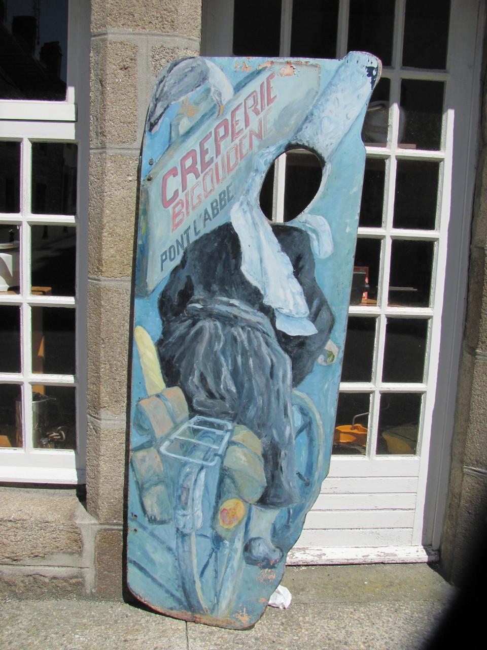 Panneau sur le rue du général De Gaulle