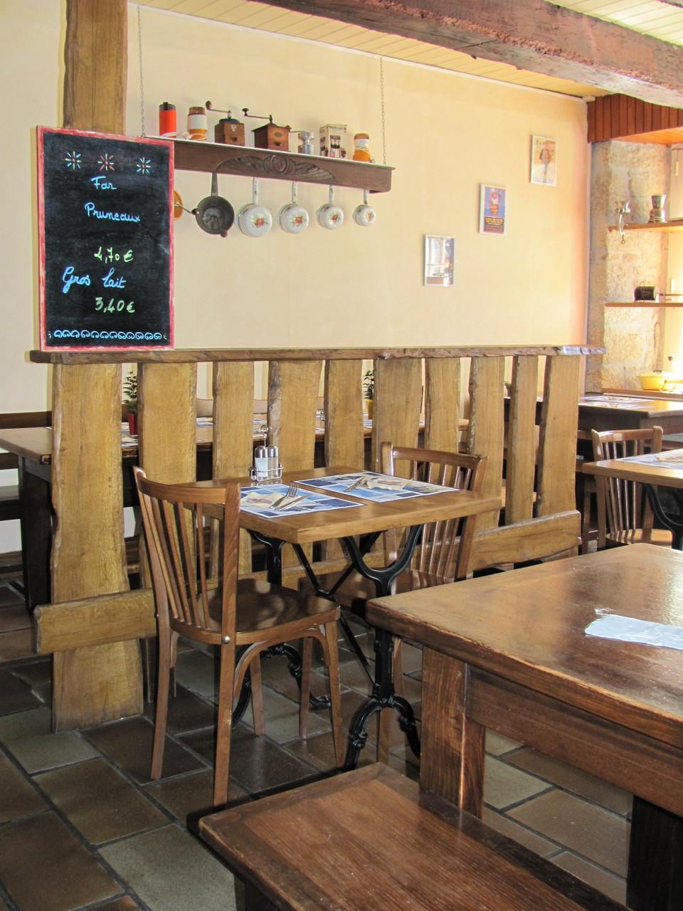 La salle de restaurant de la crêperie Bigoudène