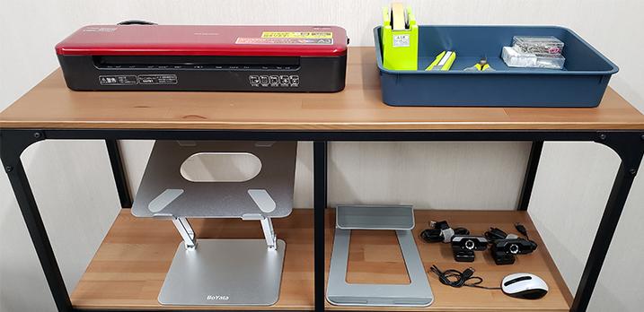 道具棚:ラミネーター[最大出力A3]/文房具/PCスタンド/タブレットスタンド/Webカメラ[共用]