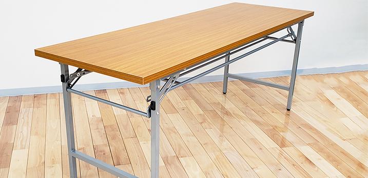 折りたたみ長テーブル。1800×600mmサイズが2台ございます。[Room-A]