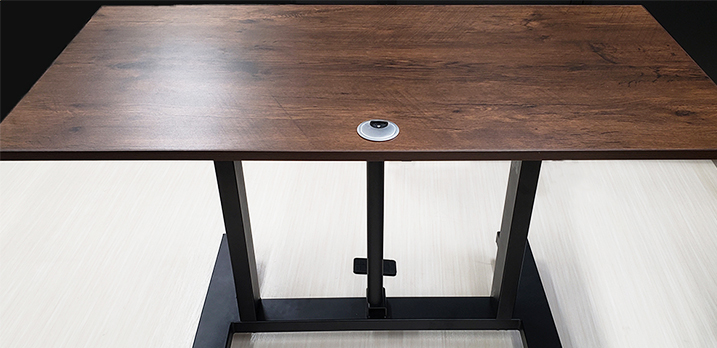 昇降テーブル:W120cm×D60cm×H70cm~110cm。演台やプロジェクター台に最適。[Room-A]