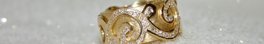 Ring mit Ornamenten ausgefasst mit Brillanten, 750 Gelbgold