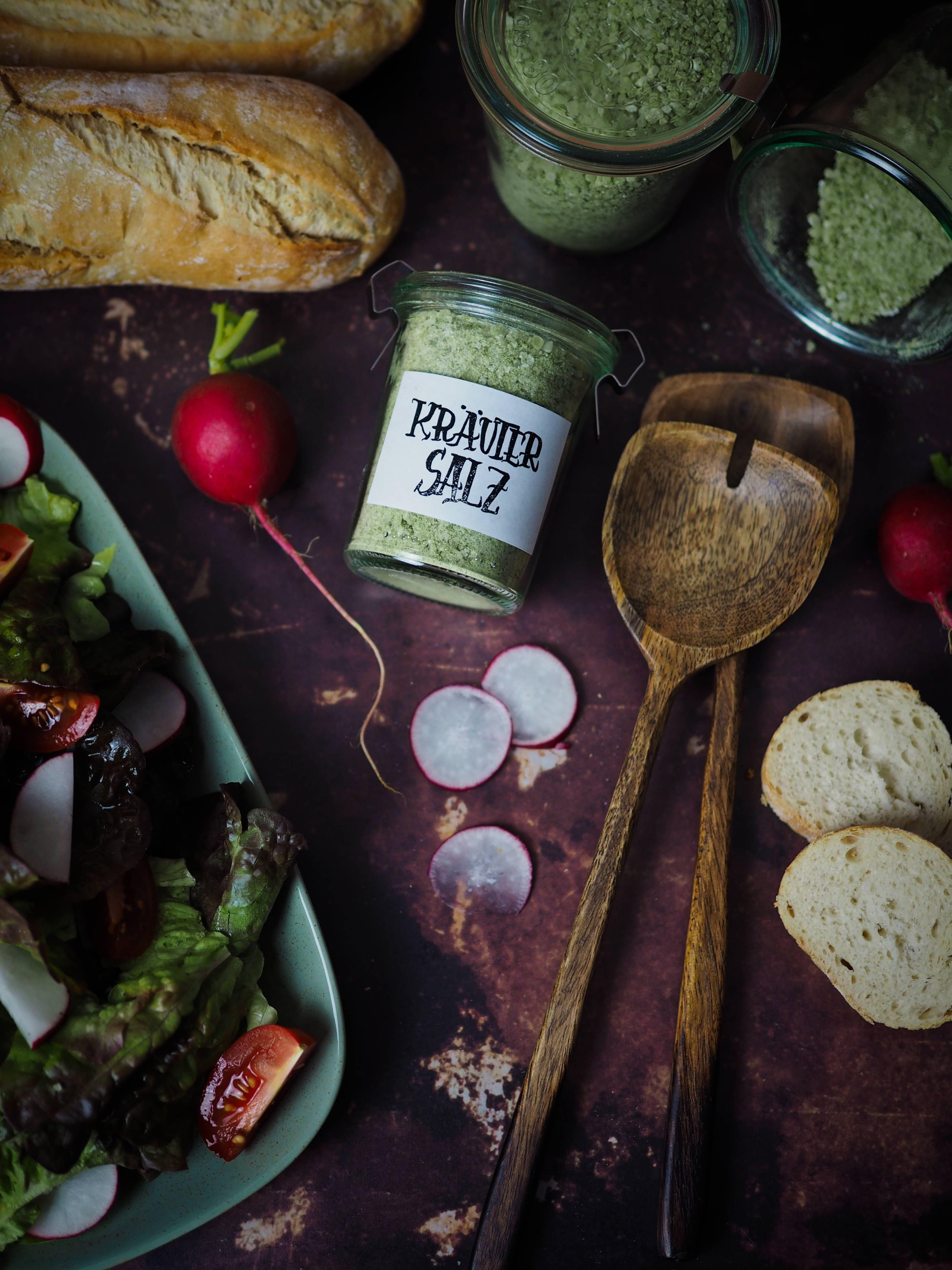 DIY - Selbstgemachtes Kräutersalz mit Etiketten-Freebie