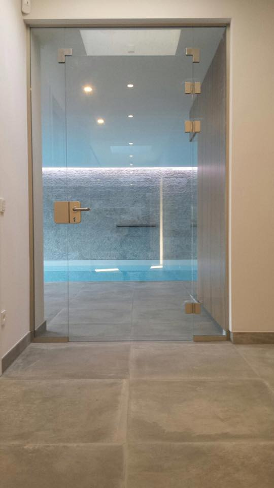 Moderner Zugang zum Pool.
