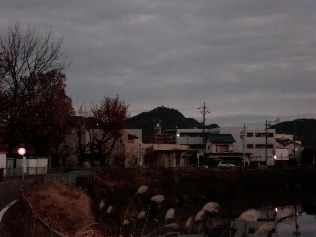 加納城跡から岐阜城を見る、近いような遠いような・・・