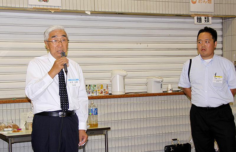 田玉HNK会長と懇親会司会の遠藤洋一さん(航空)