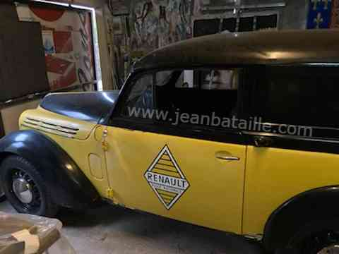 sigle Renault sur Juvaquatre Renault 1950