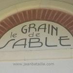 Lettres peintes sur pierre du nom  de maison à Arcachon