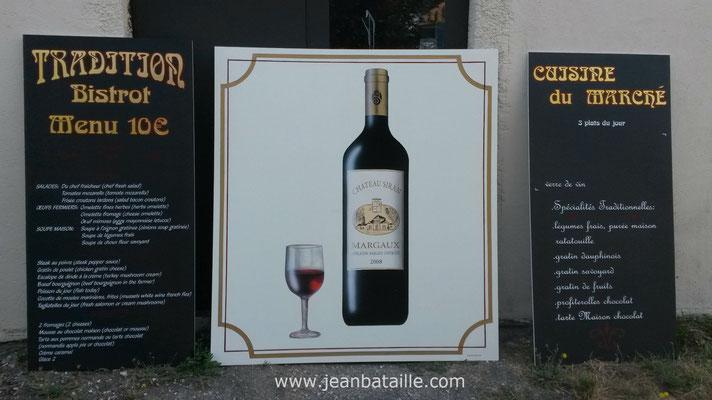 Reproduction en peinture laque d'une bouteille de vin et verre