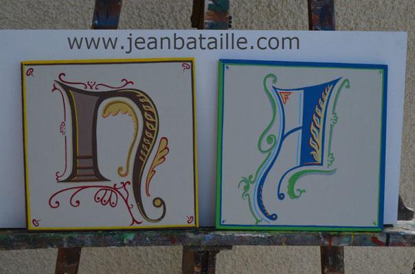 Lettres d'enluminure en peinture acrylique sur contreplaqué
