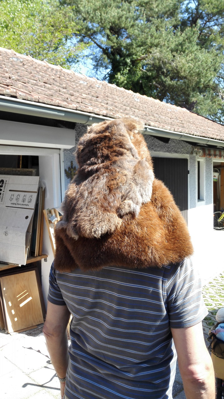 Gorilla-Maske hinten