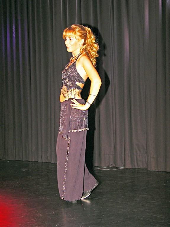 Tänzerin der Bauchtanzgruppe